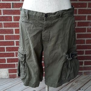 Gap mens cargo shorts army green button fly LT